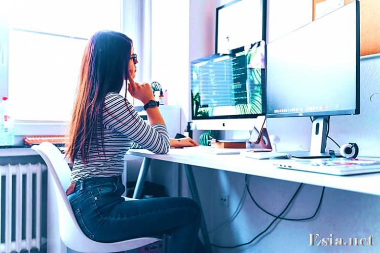 Panduan Seorang Pacar Untuk Penguntit Di Internet